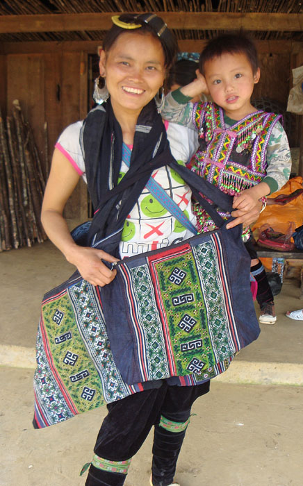 Tea's sister Zha models her shoulder bags made for us, and her little boy!
