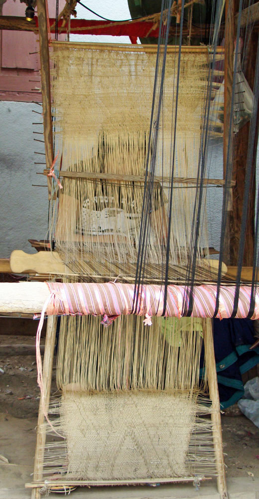 Full view of the vertical heddle with pattern strings stored both above and below the warp.